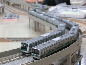 埼京線の新旧車両の並び