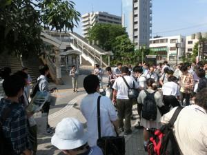 宮原駅西口に集まる参加者